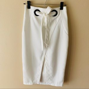 Do + Be white pencil skirt attached belt small